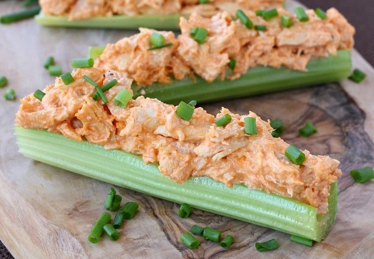 These Buffalo Chicken Sellerie Sticks are totally addictive – and if you are …