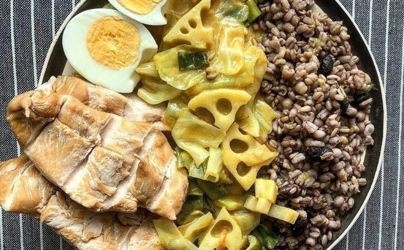 #Repost @__ happy0.0pig (@get_repost) ···· # อาหารกลางวัน . ฉันมีความสุขที่ฉันอยู่ในหัวใจ … ถั่วดำ, ข้าวโอ๊ต, …