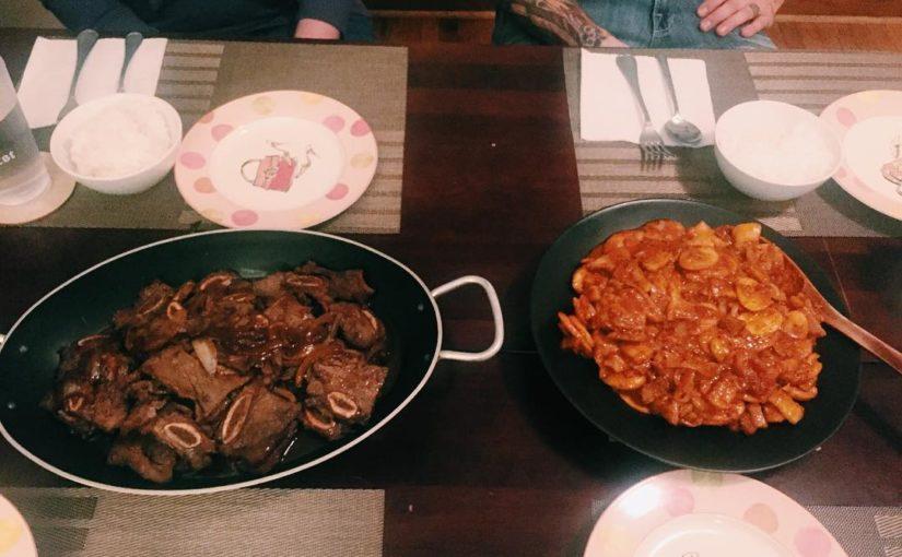 ยากที่จะเห็น แต่ฉัน Kalbi (คำย่อภาษาเกาหลี) และ Jaeyook Bokeum (Spicy Pork …