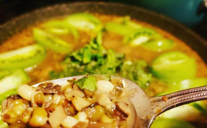 ถั่วเขียวและมะเขือเทศมรดกสืบทอดสีเขียว #foodgawkers #foodpornography #spicybean …