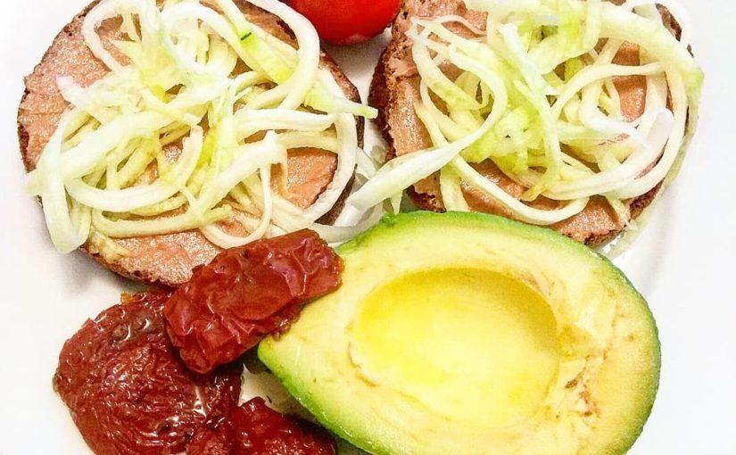 #breakfast #vegan #veganlife #veganfood #healthylifestyle #dnes_jem #dnesjemveg …